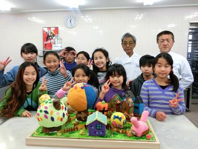 日本菓子専門学校 秋田副校長が 世田谷区立代田小学校 児童10名の 「お菓子の町をつくりたい!」という 夢に協力しました!