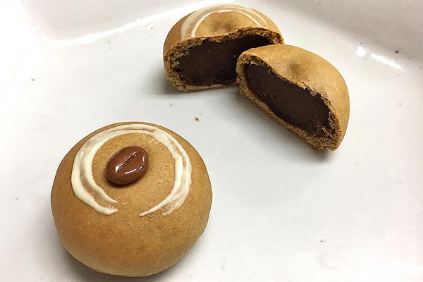 「第3回 コーヒーを用いた和菓子のコンテスト」和菓子担当 長澤教師がグランプリ受賞!!